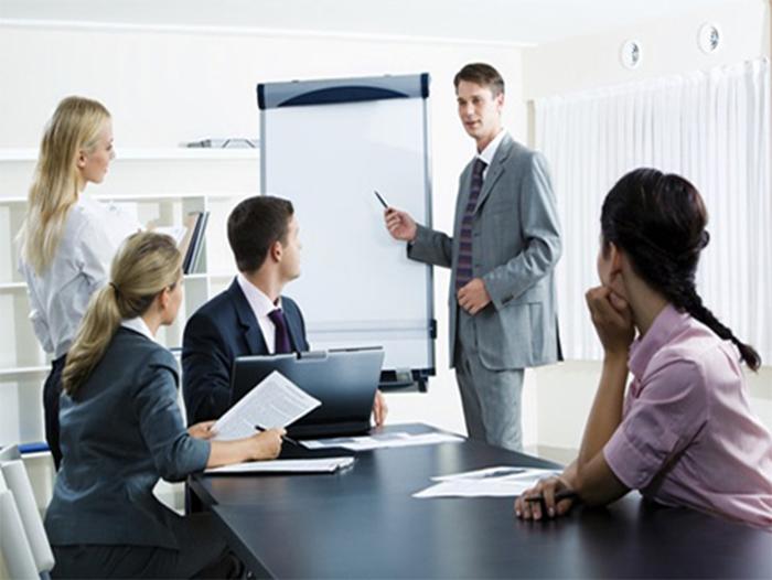 Nhân viên thị trường hay được còn gọi là nhân viên kinh doanh thị trường được hiểu đơn giản là những người có trách nhiệm thu thập thông tin.